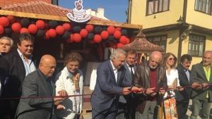 Tarihi Kum Kahvecisi açıldı