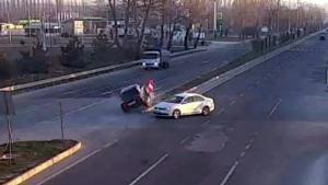 Aşırı hız ve dikkatsizliğin neden olduğu kazalar kamerada