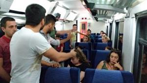 Trende yolcuları çileden çıkardı