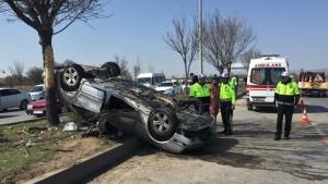 İş makinesine çarpan otomobil takla attı: 1 ölü