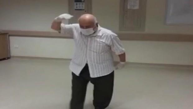 75 yaşındaki Covid-19 hastası böyle taburcu oldu