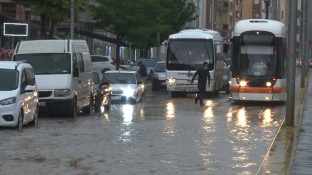 Eskişehir'de yağmur hayatı felç etti