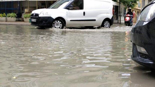 Ara sokaklar göle döndü, çevre yolunda trafik kilitlendi