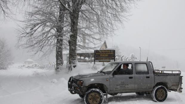 Domaniç'te kar yağışı ulaşımı etkiliyor
