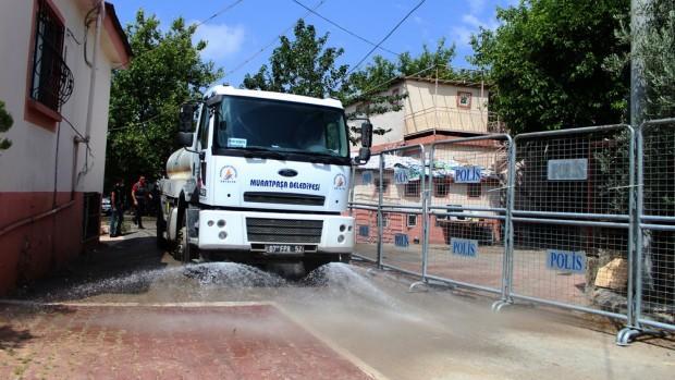 Antalya'da bir sokağa korona virüs karantinası