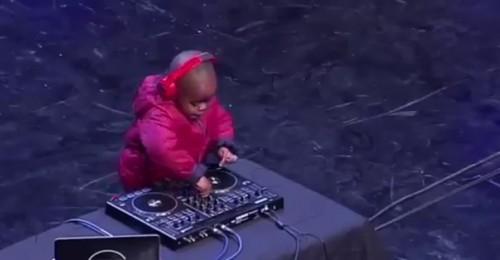 Bu DJ'in yaşı sadece 4 !