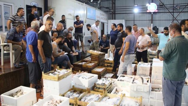 Denizde av sezonu açıldı, Antalya'da ilk balıklar kapış kapış satıldı