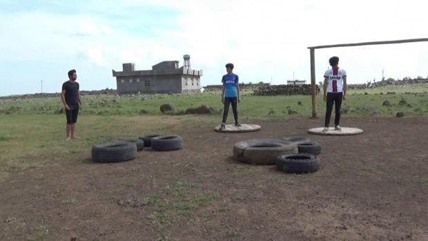 Derikli gençler Survivor parkuru kurup yarıştı
