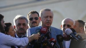 Erdoğan camide rahatsızlandı: Durumu iyi