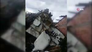 Evin çatısına küçük uçak düştü: 7 ölü