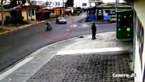Feci kaza: Sürücü havada taklalar attı