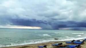 Karadeniz'de oluşan hortum Kocaali'nden görüntülendi