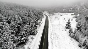 Karla kaplanan Tekçam Geçidi görsel şölen oluşturdu