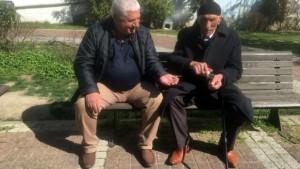Korona virüs uyarısını dikkate almayan yaşlılar, parklarda