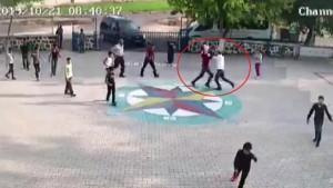 Öğretmene öğrencilerinin gözü önünde şiddet