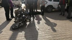 Otomobil ile motosikletin çarpıştığı kazada baba ve oğlu yaralandı