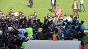 Seyircisiz maçta olay çıktı
