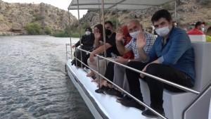 Tarih ve doğanın bir arada olduğu kanyonda 'tekne turu' keyfi