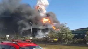 Tuzla'daki yangında yakıt tankeri böyle patladı