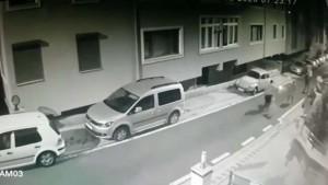 Üsküdar'da silahla dehşet saçan şahıs kamerada